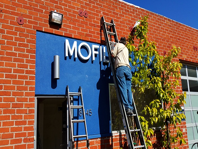 Installation of front-lit channel letters