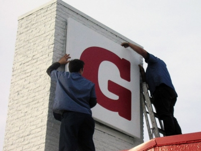 Sign Removal of aluminum panel